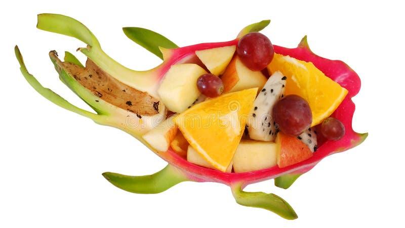 Фруктовый салат смешивания служил в творческом плодоовощ дракона, шаре кожуры Pitaya стоковые изображения