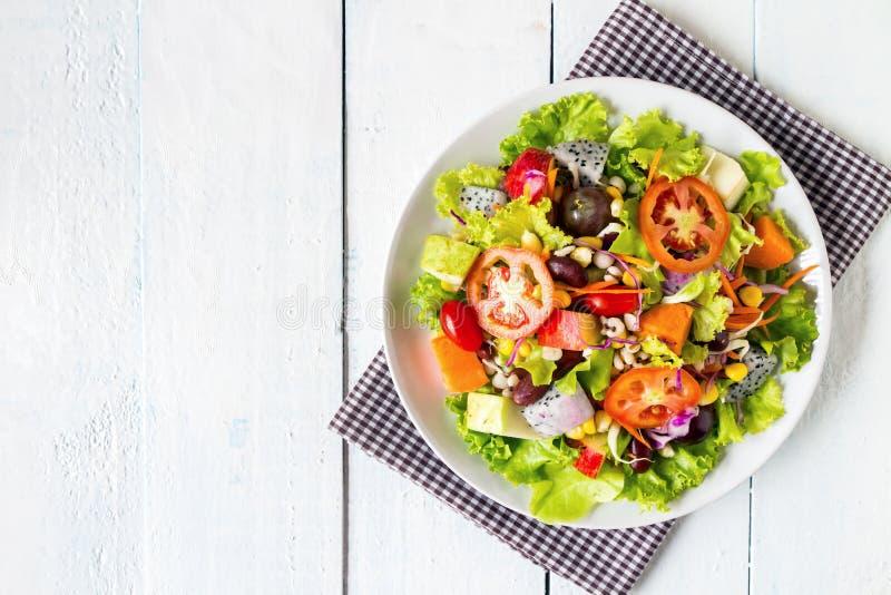 фруктовый салат фрукта и овоща смешивания стоковое фото