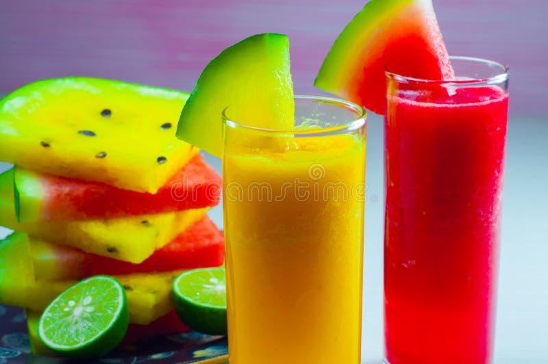 Фруктовый сок арбуза и свежий плодоовощ арбуза стоковая фотография
