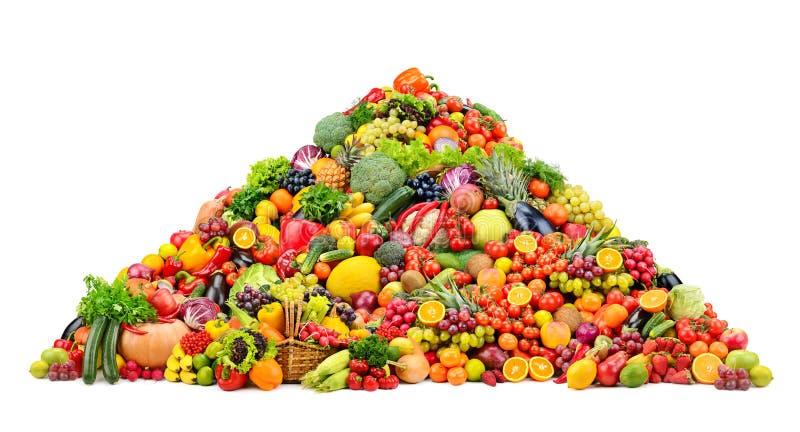 Фрукты и овощи пирамиды свежие изолированные на белой предпосылке стоковая фотография