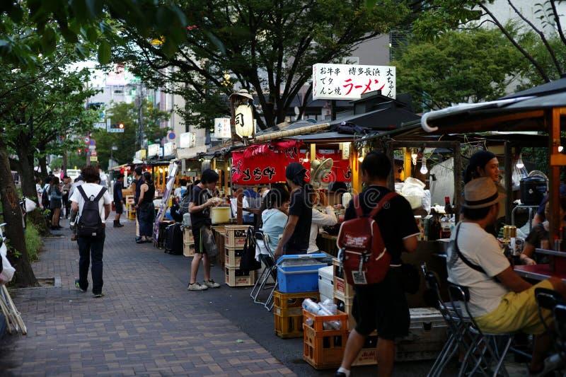 ФУКУОКА, ЯПОНИЯ - 30,2016 -го август: стойлы еды Фукуоки известные стоковое изображение rf