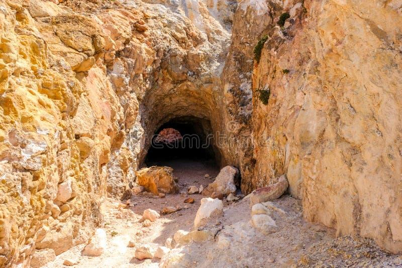 Фумарола в Milos Серный теплый газ пришел вне от старого vulca стоковая фотография rf