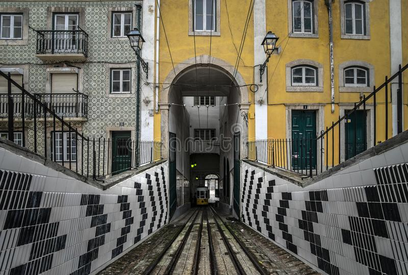 Фуникулеры Лиссабона Фуникулярное Bika Португалия стоковые изображения rf