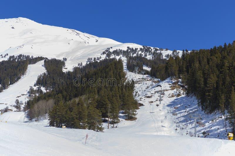 Фуникулер в горах стоковые фото
