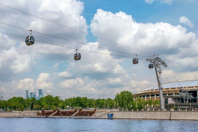 Фуникулер над стадионом реки и Luzhniki Москвы стоковое изображение