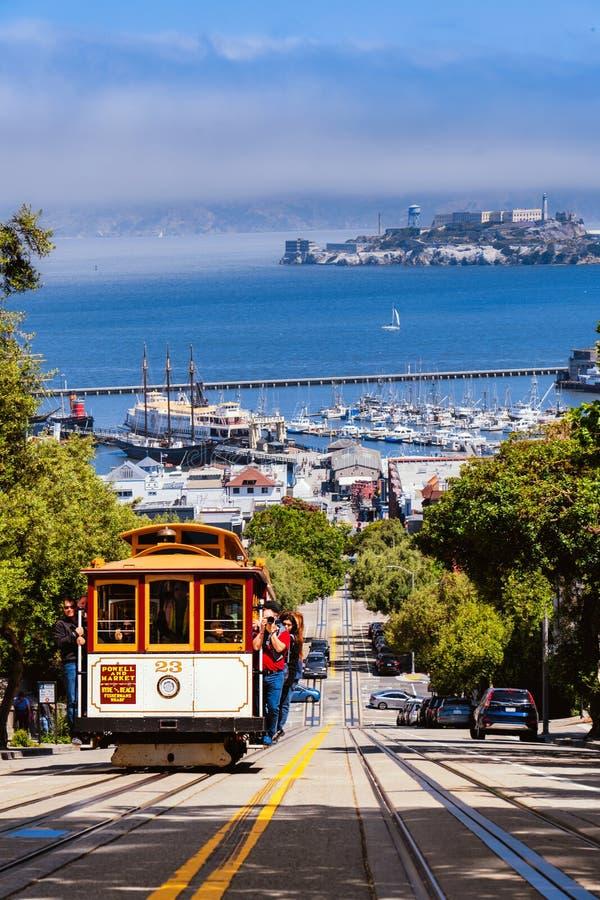 Фуникулер на Сан-Франциско стоковые фотографии rf