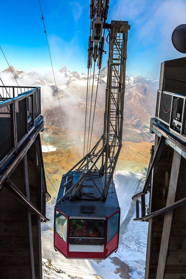 Фуникулер к Маттерхорну в Zermatt стоковая фотография