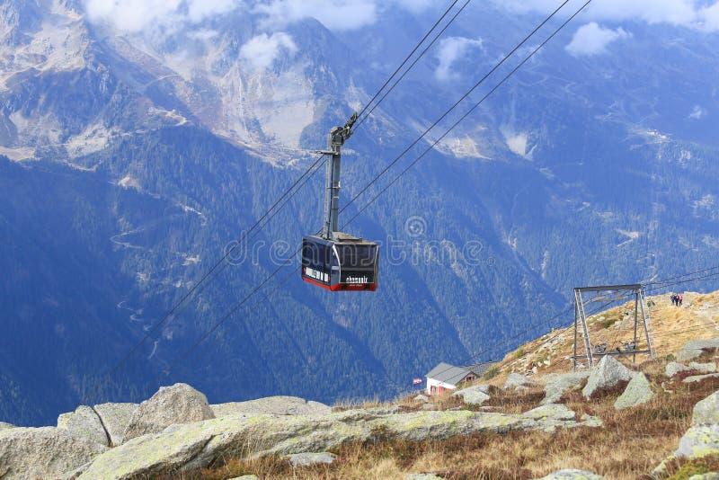 Фуникулер от Шамони к саммиту Aiguille du Midi стоковые фото
