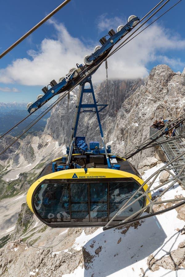Фуникулер причаливая австрийскому st горы ледника Dachstein стоковое изображение rf