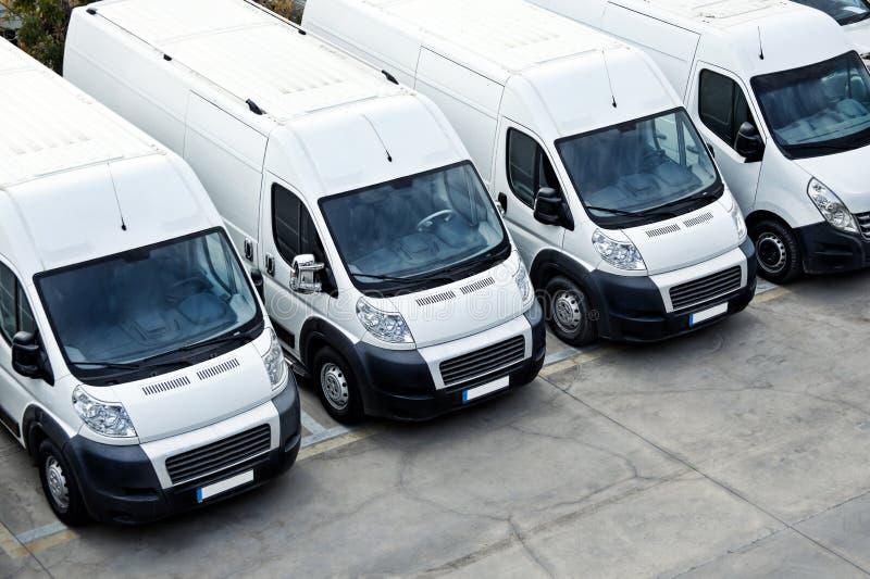 Фургоны поставки в ряд стоковое фото