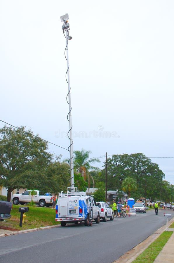 Фургон съемочной группы телевизионных сообщений с антенной  стоковое изображение rf