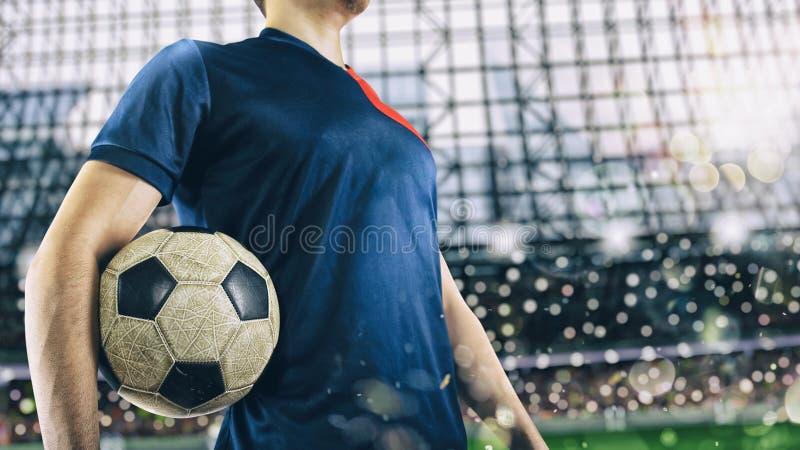 Футболист готовый для игры с soccerball на стадионе стоковое изображение rf