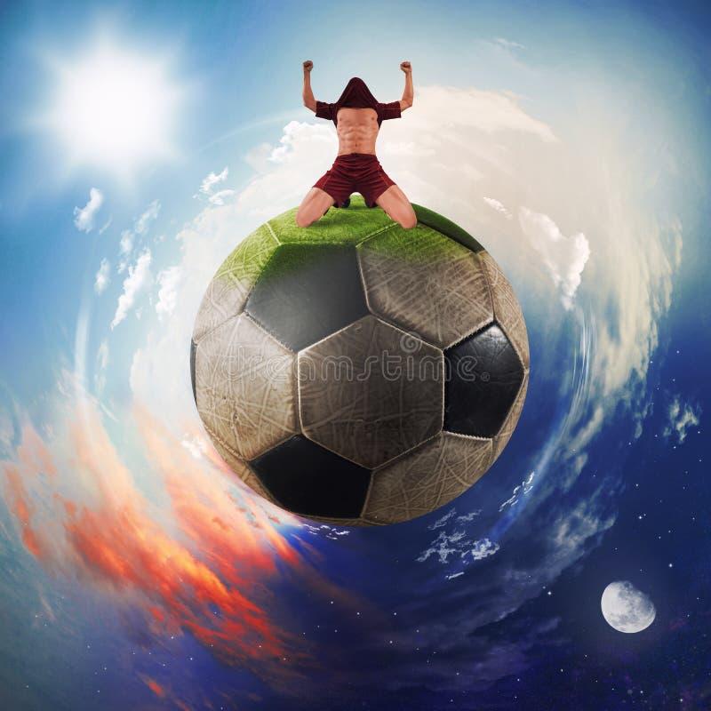 Футболист ликует в планете футбольного мяча стоковое изображение rf