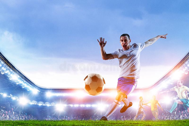 Футболист на стадионе в действии r стоковое изображение