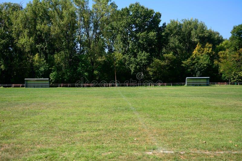 Футбольное поле деревни, Zagyvarekas, Венгрия стоковая фотография rf