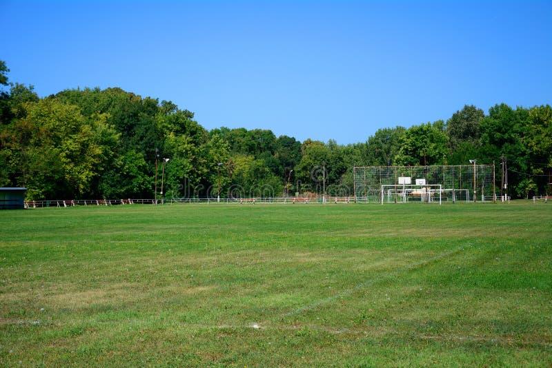 Футбольное поле деревни, Zagyvarekas, Венгрия стоковые фотографии rf