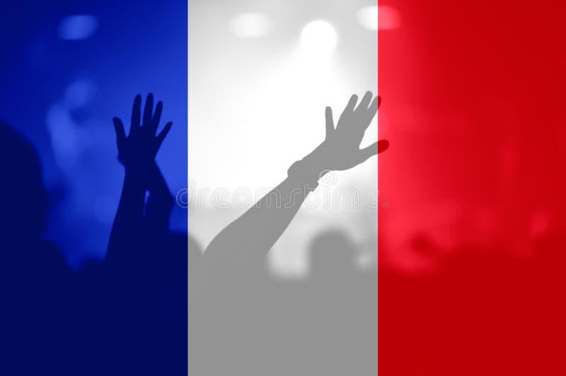 Футбольные болельщики с смешивать флаг Франции стоковые изображения rf