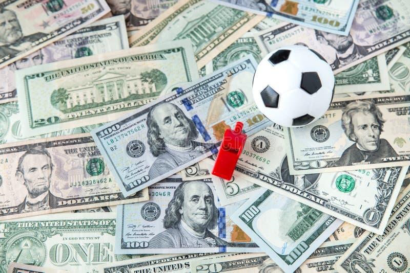 Футбольный мяч над много деньгами футбольная игра коррупции Держа пари и играя в азартные игры концепция стоковая фотография rf
