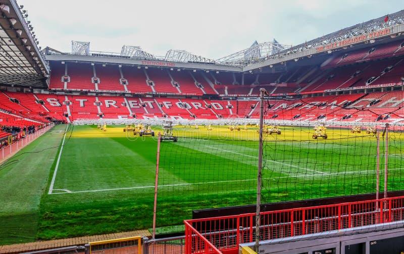 Футбольный стадион Манчестера Юнайтед, смотря конец Stretford стоковое изображение