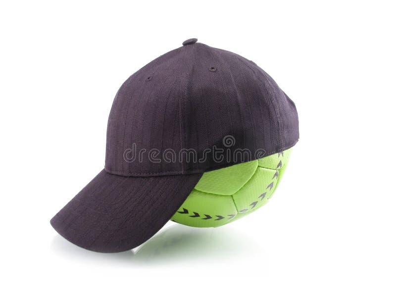 футбол бейсбольной кепки шарика стоковое изображение rf