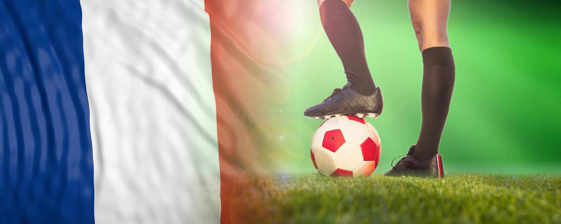 Футбол женщин, Франция Женские ноги и французский флаг : стоковые фото