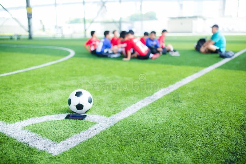 Футбол на угле для углового удара стоковая фотография
