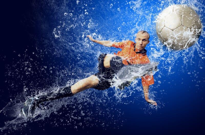 футбол под водой стоковое изображение rf