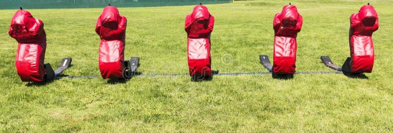 Футбол преграждая скелетон стоковое изображение