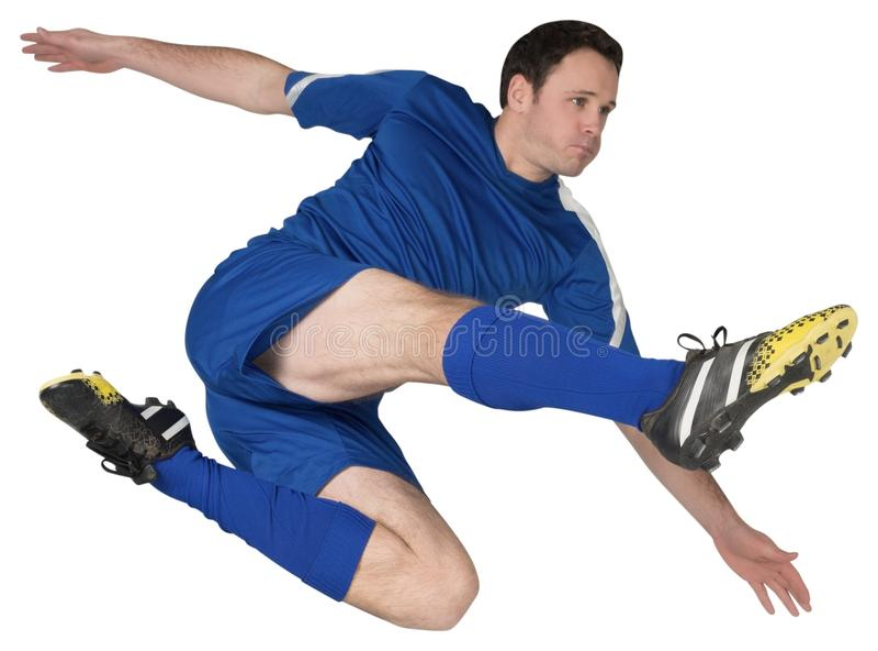 Футболист в голубой пинать стоковые фото