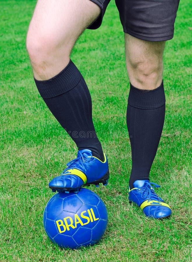 Футболист готов сыграть стоковые изображения