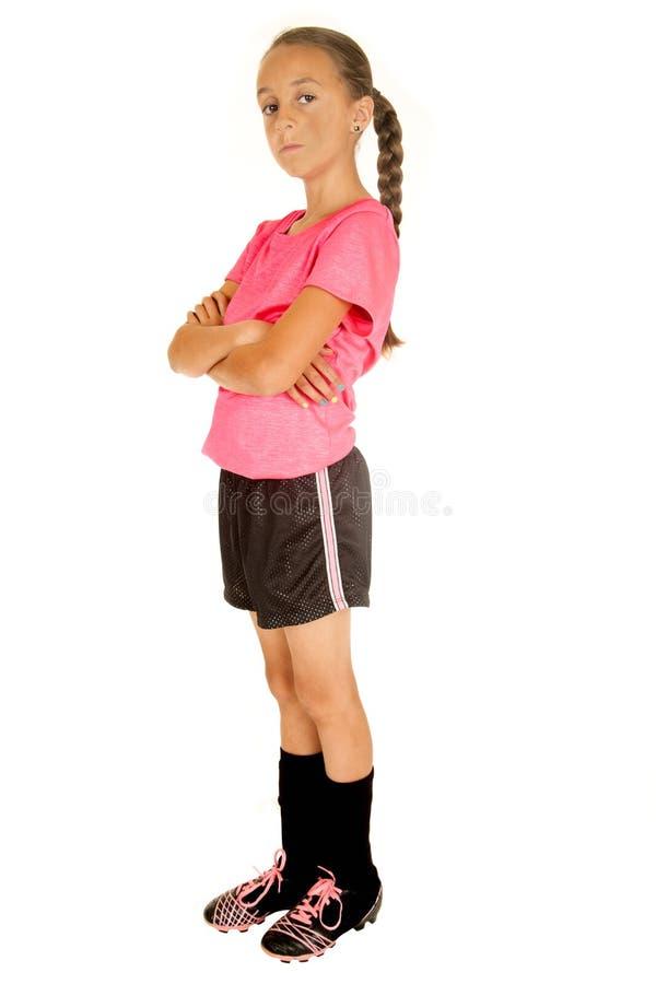 Футболист маленькой девочки стоя при ее сложенные оружия стоковое изображение rf
