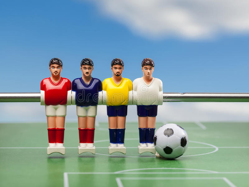 Футбол таблицы Foosball время спорта футболистов стоковые фотографии rf