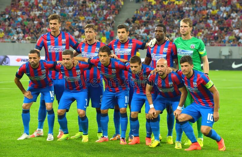 Футбольная команда Steaua Бухарест перед спичкой с Stromsgodset ЕСЛИ Норвегия, во время отборочного раунда лиги чемпионов UEFA 2- стоковые фотографии rf