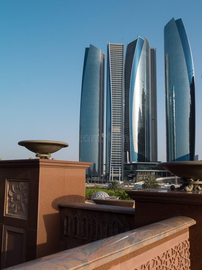 Футуристические небоскребы в Абу-Даби стоковая фотография rf