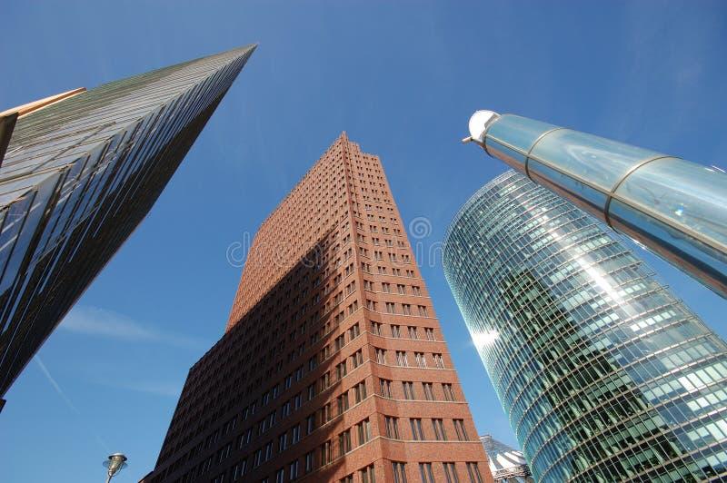 футуристические небоскребы стоковое изображение rf