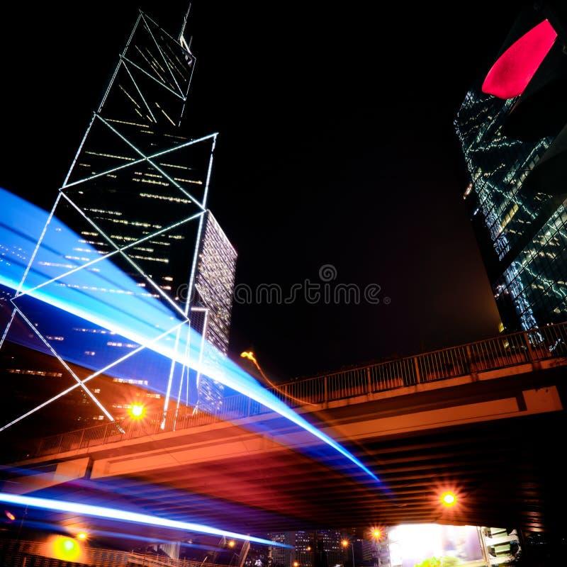Футуристический взгляд городского пейзажа ночи Hong Kong стоковое изображение rf