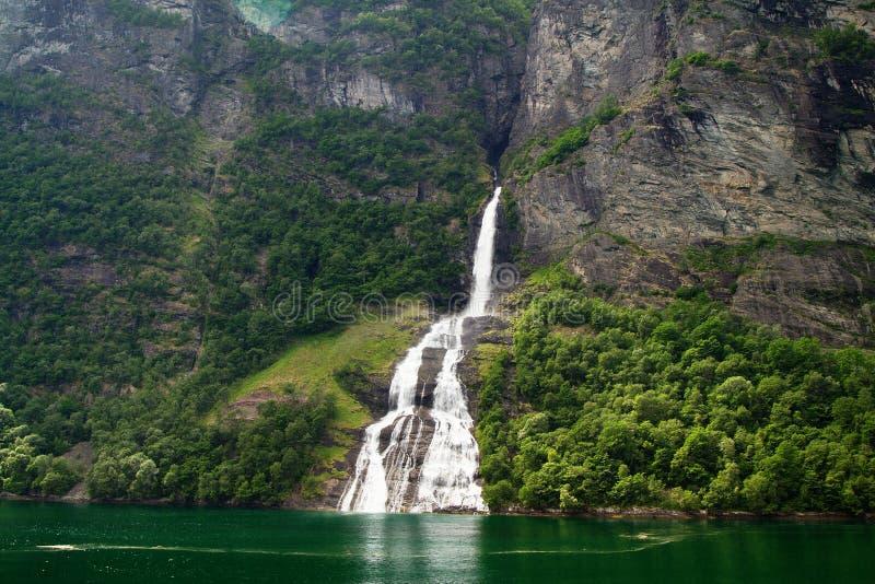 Фьорд водопада стоковое изображение rf