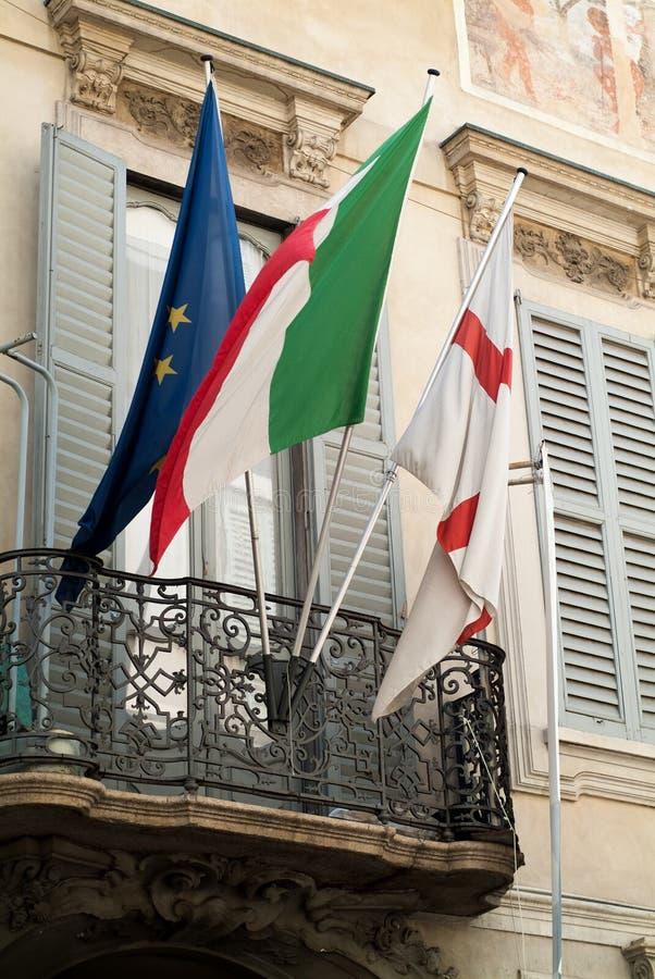 Флаги в милане стоковое фото