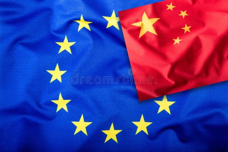 Флаги Китая и Европейского союза Флаг Китая и флаг EC Звезды флага внутренние Концепция флага мира стоковое фото