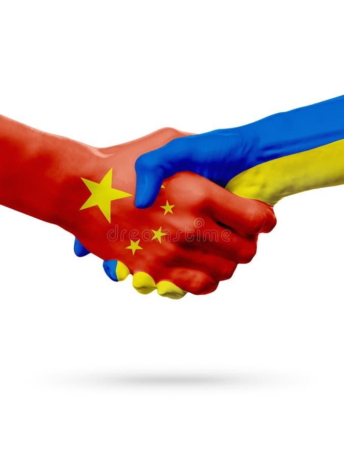 Флаги страны Китая, Украины, концепция рукопожатия приятельства партнерства стоковые изображения