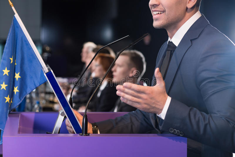 Флаг конференции и Европейского союза средств массовой информации стоковые фотографии rf