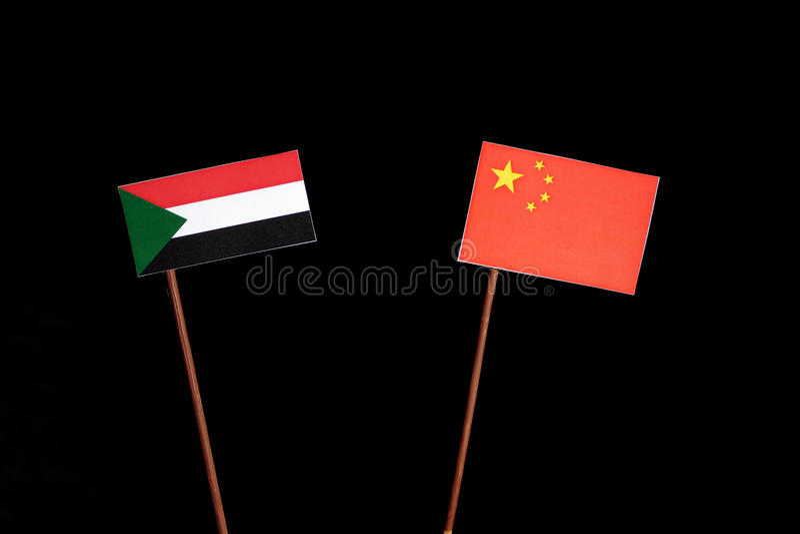 Флаг Судана с флагом китайца на черноте стоковые фотографии rf
