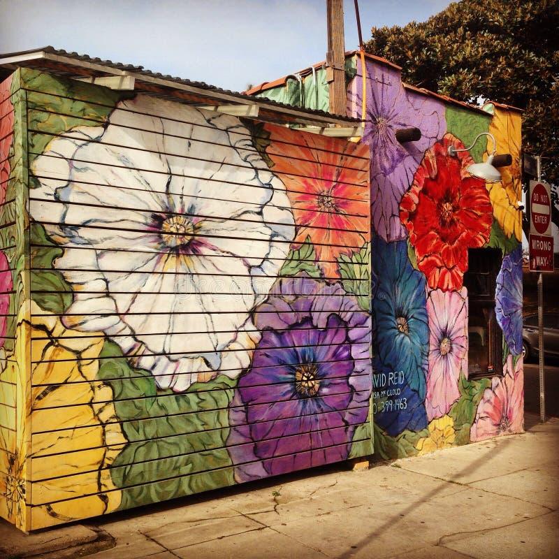 Флористическое искусство улицы украшая дело пляжа Венеции стоковое изображение
