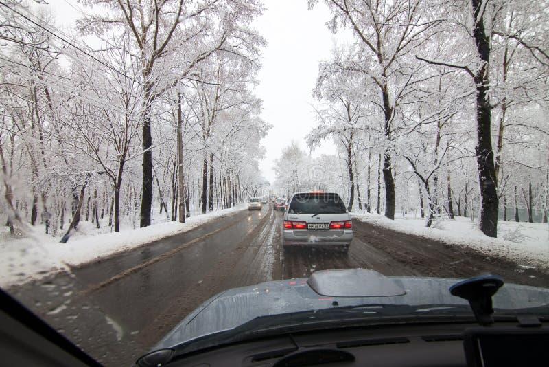 ХАБАРОВСК, РОССИЯ - 6-ОЕ МАЯ 2015: Снег внутри может стоковая фотография