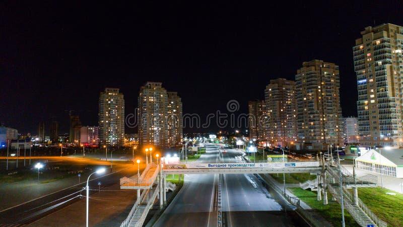 Хабаровск, Россия - 10-ое октября 2017: Взгляд ночи Хабаровска арены Erofey района города стоковая фотография rf