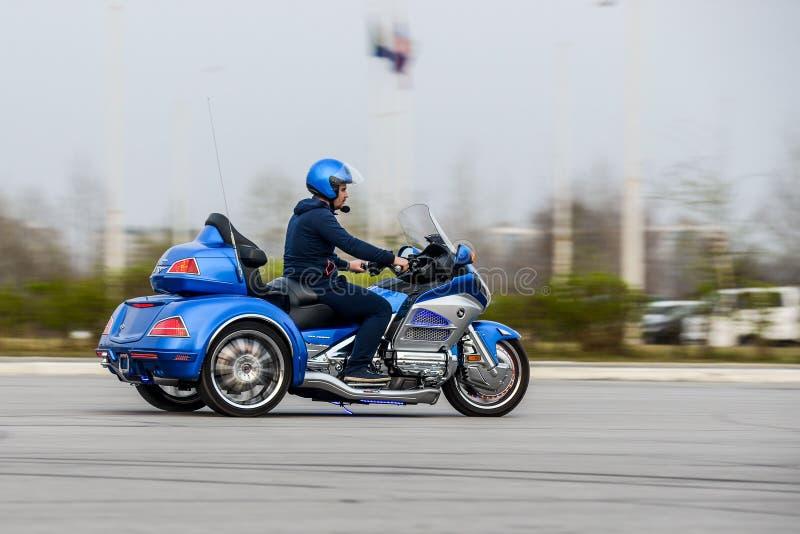 ХАБАРОВСК, РОССИЯ - 3-ье мая 2017: Honda Trake 3-катил стойки рук-собранные мотоцилк на плоской земле в Хабаровске стоковая фотография