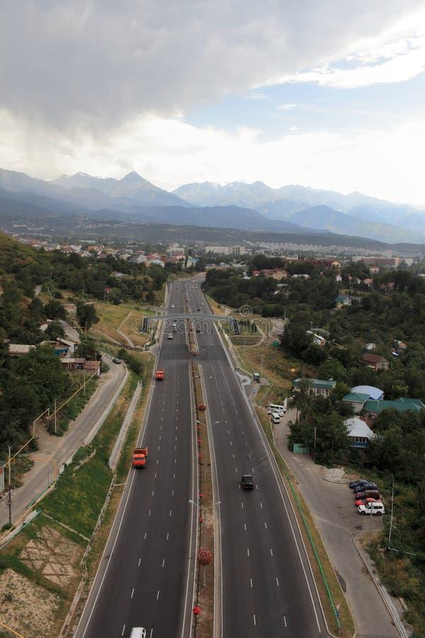 Хайвей к Almaty стоковые изображения