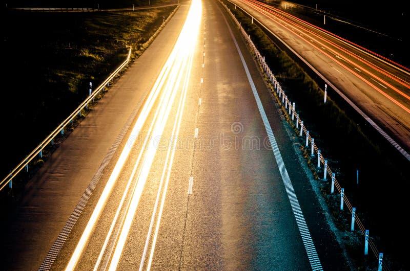 Хайвей на ноче стоковое изображение rf