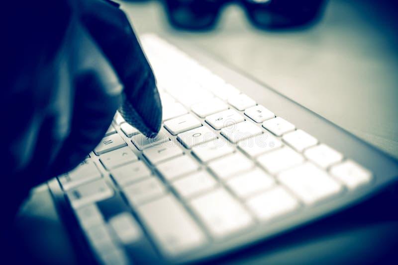 Хакер в работе стоковое изображение