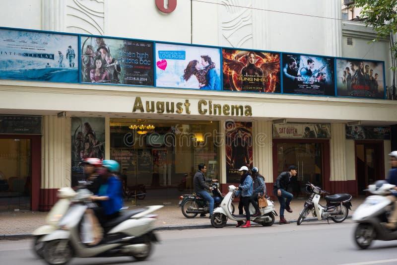Ханой, Вьетнам - 16-ое ноября 2014: Кино в августе, очень старый кинотеатр, расположенный на улице Bai вида, минута 5 далеко от о стоковые фото